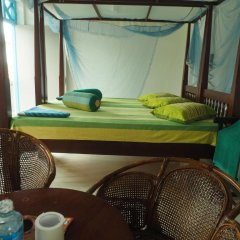 Отель Main Reef Guest House Хиккадува спа