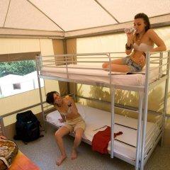Отель Camping Michelangelo Кровать в общем номере фото 3