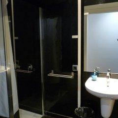 Отель Hostal Q Испания, Барселона - отзывы, цены и фото номеров - забронировать отель Hostal Q онлайн ванная фото 2