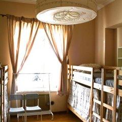Отель Идеал Кровать в общем номере фото 19