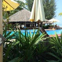 Отель Thiwson Beach Resort бассейн