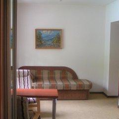 Гостиница Дубки 3* Стандартный семейный номер с двуспальной кроватью фото 2