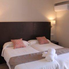 Отель Hostal Jakiton Улучшенный номер с различными типами кроватей фото 4
