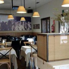 Отель Hostal Guilleumes гостиничный бар