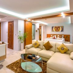 Отель At The Tree Condominium Phuket Номер Делюкс с двуспальной кроватью фото 21