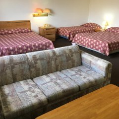 Tamuning Plaza Hotel 2* Стандартный семейный номер с двуспальной кроватью