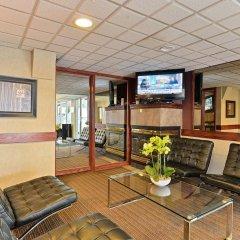 Отель Econo Lodge South Calgary Канада, Калгари - отзывы, цены и фото номеров - забронировать отель Econo Lodge South Calgary онлайн интерьер отеля фото 2