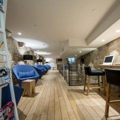 Отель Bluesock Hostels Porto интерьер отеля