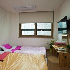 Отель Myeongdong ECO House 2* Стандартный номер с 2 отдельными кроватями фото 15