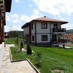 Отель Guest House Ivanini Houses Боженци парковка