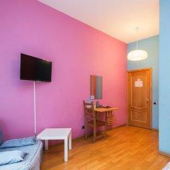 Гостиница Итальянские комнаты Пио на канале Грибоедова 35 Стандартный номер с двуспальной кроватью (общая ванная комната)
