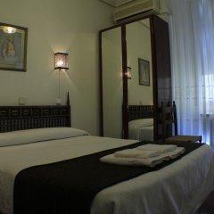 Отель Hostal Esmeralda Стандартный номер с различными типами кроватей фото 11