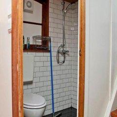 Отель The Hoop Houseboat Нидерланды, Амстердам - отзывы, цены и фото номеров - забронировать отель The Hoop Houseboat онлайн ванная