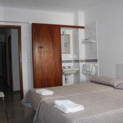 Отель Hostal Las Nieves Стандартный номер с различными типами кроватей (общая ванная комната) фото 16