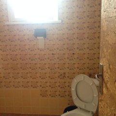 Отель East Gate Guest Rooms Стандартный номер с двуспальной кроватью (общая ванная комната) фото 11