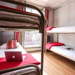Отель Smart Place Paris Gare du Nord by Hiphophostels Кровать в общем номере с двухъярусной кроватью