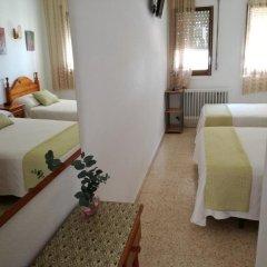 Отель Hostal Los Pinares Испания, Льорет-де-Мар - отзывы, цены и фото номеров - забронировать отель Hostal Los Pinares онлайн комната для гостей фото 3