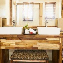 Отель Kudafushi Resort and Spa ванная фото 2