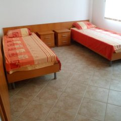 Отель Holiday Home Okka By Болгария, Балчик - отзывы, цены и фото номеров - забронировать отель Holiday Home Okka By онлайн комната для гостей фото 2