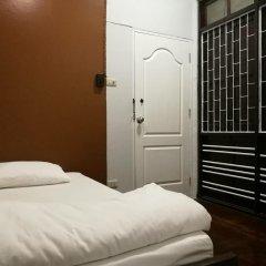 Отель FIRST 1 Boutique House at Sukhumvit 1 комната для гостей фото 4