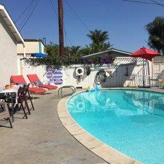 Отель Shell Beach Inn бассейн