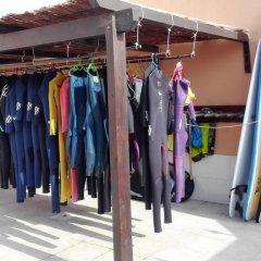 Отель Surf House Helena спортивное сооружение