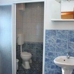 Отель Lazarovata House Боженци ванная