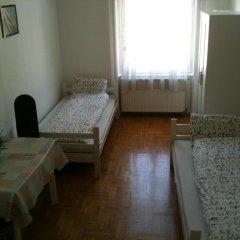 Апартаменты Caterina Private Rooms and Apartments Стандартный номер с различными типами кроватей (общая ванная комната) фото 8