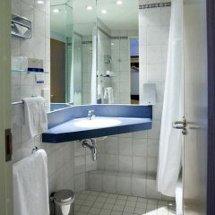 Отель Holiday Inn Express London Stratford 3* Стандартный номер с различными типами кроватей фото 6