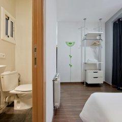 Отель Hostal Nitzs Bcn Стандартный номер с различными типами кроватей фото 5