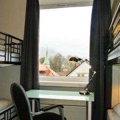 Отель Marken Guesthouse Кровать в мужском общем номере фото 15