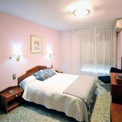 Отель Hostal la Carrasca Стандартный номер с различными типами кроватей фото 6