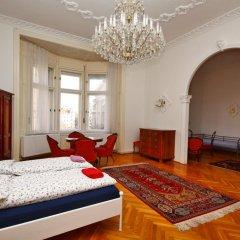Pal's Hostel & Apartments Стандартный семейный номер с двуспальной кроватью