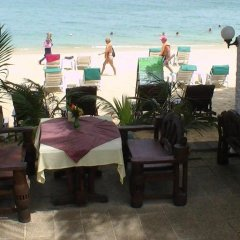 Отель Utopia Resort бассейн