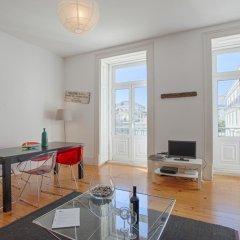 Апартаменты Lovelystay Chiado Distinctive Apartment Лиссабон комната для гостей фото 2