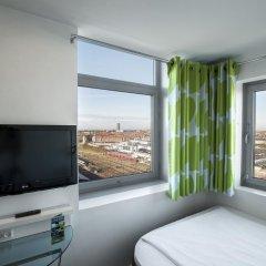 Отель Wakeup Copenhagen - Carsten Niebuhrs Gade 2* Стандартный номер с различными типами кроватей фото 3