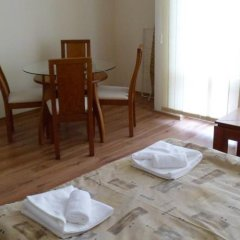 Апартаменты Cedar Lodge 3/4 Self-Catering Apartments Банско удобства в номере