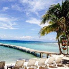 Отель Coral Beach Village Resort Гондурас, Остров Утила - отзывы, цены и фото номеров - забронировать отель Coral Beach Village Resort онлайн пляж фото 2