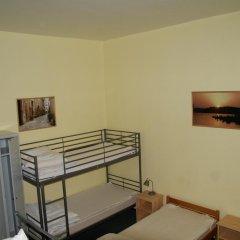 Happy Go Lucky Hotel + Hostel Кровать в общем номере фото 7
