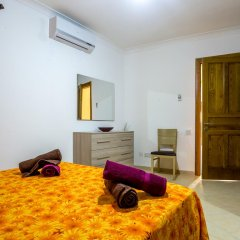 Отель SeaView Apartment in Saint Thomas Bay Мальта, Марсаскала - отзывы, цены и фото номеров - забронировать отель SeaView Apartment in Saint Thomas Bay онлайн комната для гостей фото 2