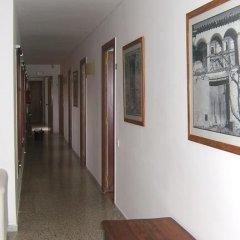 Отель Hostal L'esquella Сант-Марти-де-Сентеллес интерьер отеля