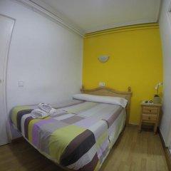 Отель Hostal Rober Стандартный номер с различными типами кроватей фото 4