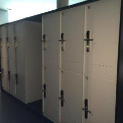 Geneva Hostel сейф в номере