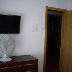 Отель Pensao Residencial Camoes 2* Стандартный номер с двуспальной кроватью фото 10