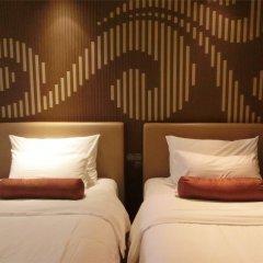 Baiyun Hotel Guangzhou 4* Номер Делюкс с различными типами кроватей