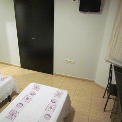 Отель Hostal Julian Brunete Брунете удобства в номере фото 2