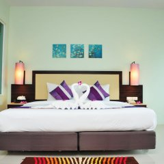 Отель AM Surin Place Номер Делюкс с двуспальной кроватью фото 5