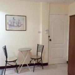 Отель The Nelson Guest House Pattaya Улучшенный номер с различными типами кроватей фото 6
