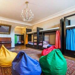 Отель Dvizh Hostel Eli Spali Грузия, Тбилиси - отзывы, цены и фото номеров - забронировать отель Dvizh Hostel Eli Spali онлайн комната для гостей