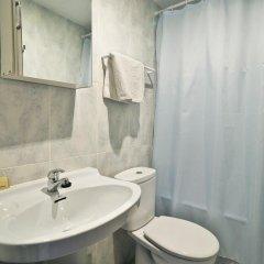 Отель Hostal Apolo XI Испания, Аинса - отзывы, цены и фото номеров - забронировать отель Hostal Apolo XI онлайн ванная